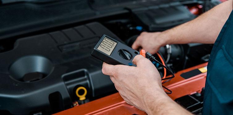 8 مورد که منجر به خالی شدن باتری خودرو شما می شود