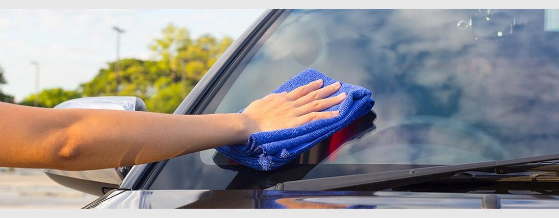 چطور خش های روی شیشه جلو اتومبیل را برطرف کنیم