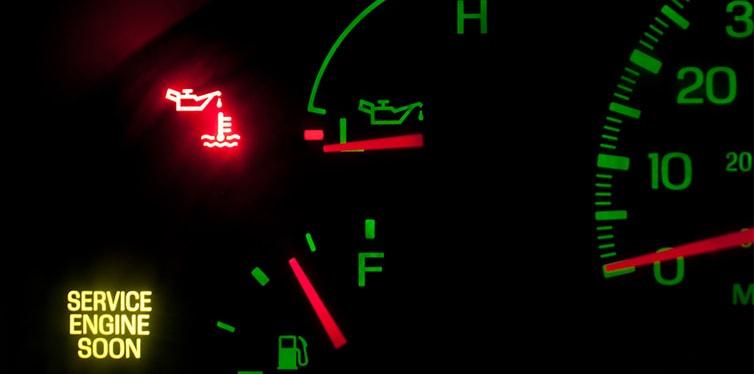 تصویر: https://toyoland1.com/wp-content/uploads/2020/06/low-engine-oil-pressure-min.jpg