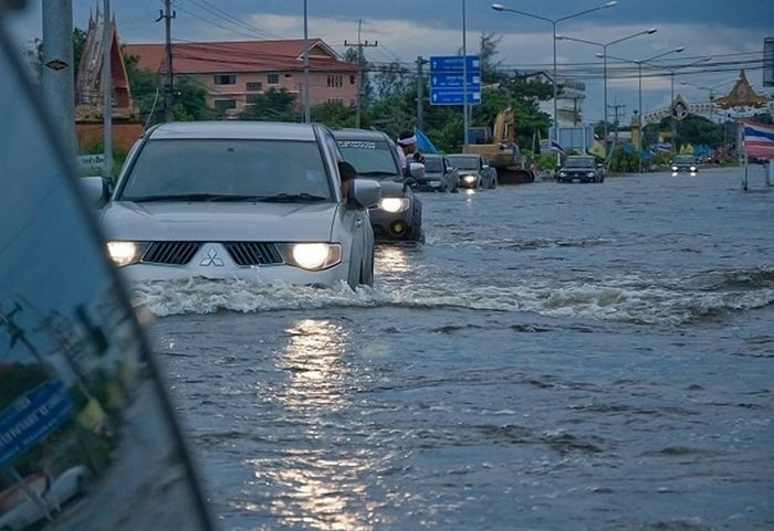 نکاتی مفید درباره رانندگی در آب و هوای بارانی و سیل